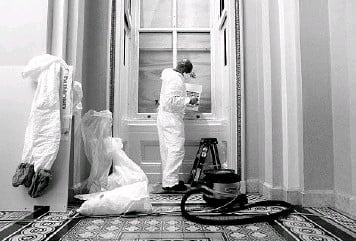 ?? STEFANI REYNOLDS/THE NEW YORK TIMES ?? A contract worker with the Architect of the Capitol office makes repairs Wednesday at the U.S. Capitol in Washington. A proTrump mob damaged the building during the Jan. 6 siege.