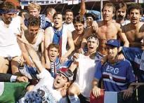 ?? Foto Sampdoria ?? Naslov italijanskega prvaka v majici Sampdorie sta leta 1991 proslavila tudi Roberto Mancini (desno spodaj) in Srečko Katanec (stoji drugi z leve).