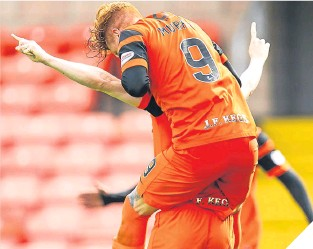 ??  ?? Simon Murray embraces Willo Flood after United's third goal.