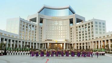 ??  ?? ПРАЗДНИК УДАЛСЯ: В день рождения Бердымухамедова 29 июня 2021 года в Ашхабаде с концертом и фейерверками открылся названный в его честь фешенебельный отель Аркадаг