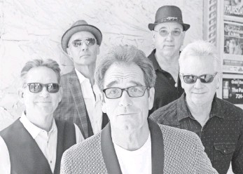 ?? RICHARD FROLLINI ?? Huey Lewis, center, and the News (Bill Gibson, left, John Pierce, Sean Hopper and Johnny Colla) are still touring and working on an EP, which is planned for release in the spring.