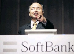 ?? EUGENE HOSHIKO / THE ASSOCIATED PRESS FILES ?? SoftBank founder and CEO Masayoshi Son's Vision Fund has put up a US$2.25-billion investment in GM.