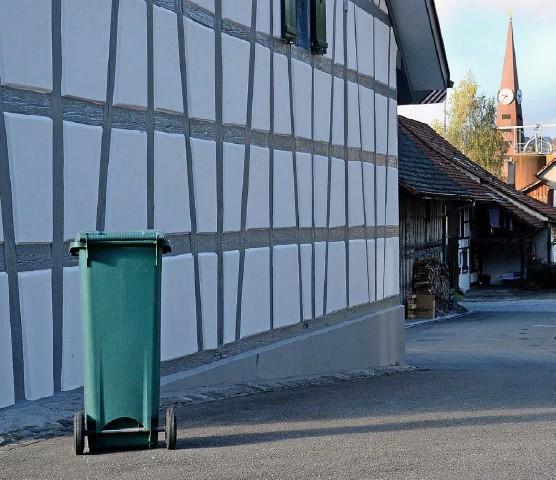 ?? Foto: Marc Dahinden ?? In anderen Gemeinden (hier Rickenbach) schon Realität – in Stammheim zwar auch bald, aber nach wie vor umkämpft: die Grüngutsammlung.