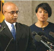 ?? KEVIN RICHARDSON/BALTIMORE SUN ?? Police Commissioner Anthony W. Batts and Mayor Stephanie Rawlings-Blake at a news conference.