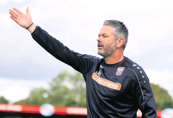 ?? Pic­ture: Si­mon Howe ?? Bath City boss Jerry Gill of­fers in­struc­tions to his play­ers from the touch­line