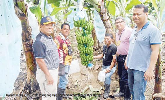 ??  ?? Malipayon sila si Dr. Gus Molina ug ang mga mananomay og Variant 218 sa Davao.