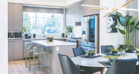 ??  ?? Kitchens at Carson feature flat-panel cabinetry with soft-close doors and drawers, undermounted sinks, and appliance packages by LG.