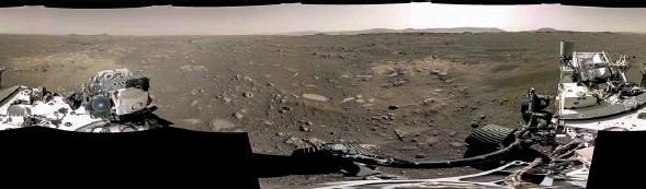 ?? PHO­TO­GRAPHS: NASA/JPL-CAL­TECH/AP ?? Com­pos­ite of images from Nasa's Mars rover and, left, a video still of Per­se­ver­ance's land­ing on the planet