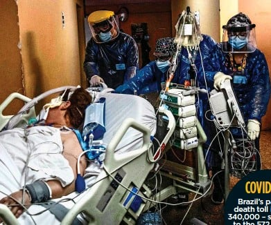 ??  ?? COVID SURGE: A patient is rushed into intensive care in the Chilean capital Santiago