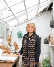 ??  ?? HELAINE BLUMENFELD IN HER HOME STUDIO, WHERE SHE CREATES SMALL CLAY MODELS OF HER SCULPTURES