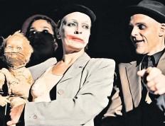 """?? Foto: Gabriele Gorgas ?? """"Sonderlings Piratencabaret""""bietet Geschichten aus den dreißiger Jahren des 20. Jahrhunderts, die wieder nah an uns herangerückt sind. Hallbauer hat dazu Liedtexte und Musik geschrieben."""