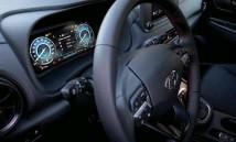 ??  ?? ❸ Garantia alargada O novo SUV oferece sete anos de garantia, assistência em viagem e check-ups anuais.