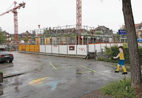 ?? Foto: Christian Pfander ?? Noch nicht fertig und schon heiss begehrt: Anstelle des Tramdepots Burgernziel entstehen auch Genossenschaftswohnungen.