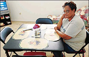 ?? By Lori Waselchuk for USA TODAY ?? Widowed: Lillian Hollingsworth now lives in a sparse apartment in Baton Rouge. Hollingsworth F ed her home in New Orleans as Hurricane Katrina approached. Her husband, Edgar, stayed behind.