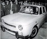 ??  ?? Вождь социалистической Румынии Николае Чаушеску за рулём первого румынского Renault 8.