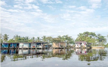 ?? — AFP ?? View of stilt houses over lake Maracaibo in the village of Ologa.
