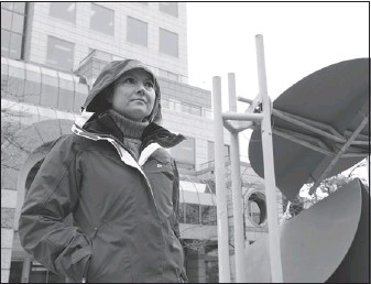 ?? JENELLE SCHNEIDER — PNG FILES ?? Joely Collins, daughter of singer Phil Collins, joins protesters opposed to smart meters outside B.C. Hydro's Vancouver office on Feb. 29.