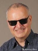 """??  ?? Matthias Klaus ist Journalist bei der DW. Er produziert den Podcast """"Echt behindert!"""""""