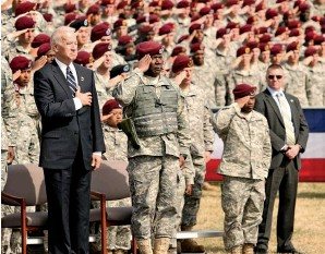 """??  ?? AT ODDS In 2009, Obama and his generals disagreed about committing more troops, and Biden called leaks of Mcchrystal's (bottom left) strategic assessment """"f*cking outrageous."""" Loyn, pictured with President Ashraf Ghani in 2017 (bottom right)."""