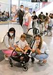 ?? Foto: L. Křivan ?? Zájemci o očkování v obchodním centru Chodov.