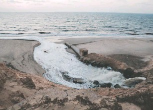??  ?? A cascade of wastewater pours into the Mediterranean Sea from Gaza. Conflict and an Israeli blockade that has lasted more than a decade have left the territory's sanitation system crippled.