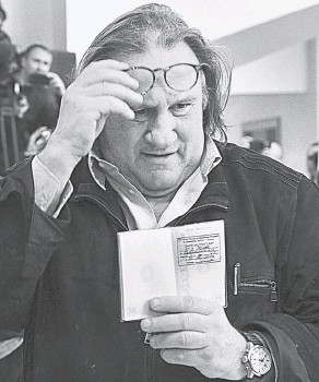 ?? Фото AFP ?? «Национальность? Да из Мордовии я». На фото: французский актёр Жерар Депардье получил российский паспорт и прописку в Саранске, 2013 г.