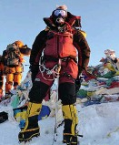 ??  ?? The explorer at the top of Everest