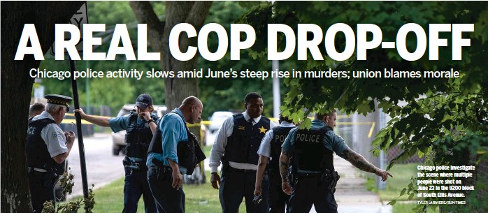 ?? TYLER LARIVIERE/SUN-TIMES ?? Chicago po­lice in­ves­ti­gate the scene where mul­ti­ple peo­ple were shot on June 23 in the 9200 block of South El­lis Av­enue.