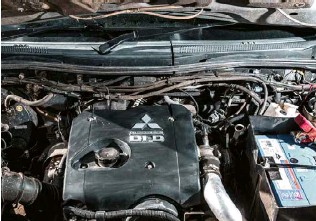 ??  ?? Power is from a 2.5L four-cylinder turbo-diesel, now fitted with a set of stainless steel intercooler pipes.