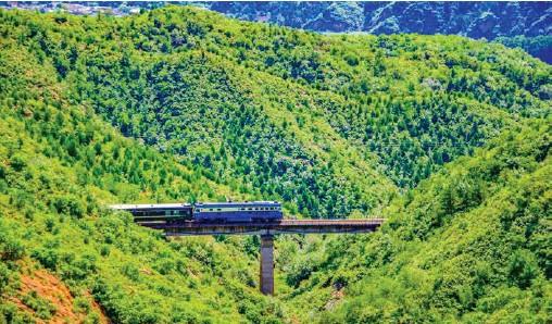 ??  ?? 北京市郊铁路S5线沿线风光