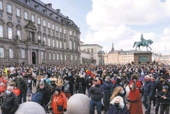 ?? David Keyton / Associated Press ?? Hundreds of people gather in Copenhagen on Wednesday to protest the tightening of Denmark's immigration policies and recent deportation orders issued to some Syrian refugees.