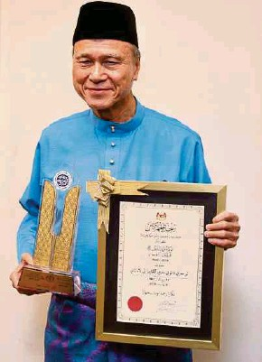 ?? PIC BY ZUNNUR AL SHAFIQ ?? Tan Sri Lee Lam Thye is the 16th non-Muslim recipient of the nationallevel Maulidur Rasul award since 2000.