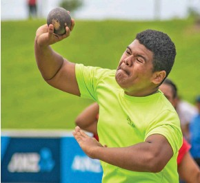 ?? Photo: ?? Nicholas Miller of Marist Brothers High School participat­es in the junior boys shot put at the ANZ Stadium, Suva on Febuary 17, 2021 Leon Lord