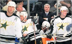 ??  ?? Ken Hitchcock took over as Stars coach during their worst season in Dallas and led them to the Stanley Cup three seasons later.