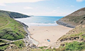??  ?? g Pod watch: Cardigan Bay is the UK's only permanent summer home to bottlenose dolphins iBay watch: surveying the scene at Mwnt Beach, Ceredigion