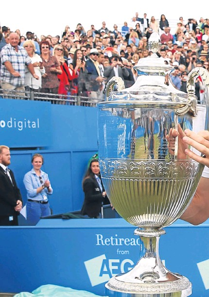 ?? Pictures: Getty Images. ?? Above: A delighted Andy Murray with the Queen's title – a record-equalling fourth success; right: Murray celebrates a crucial point; far right: Kevin Anderson returns a serve from the Scot.