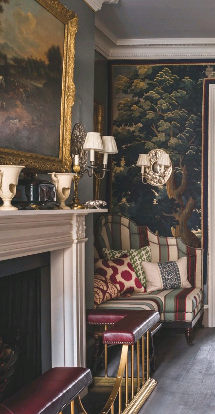 Pressreader Country Life Every Week 2017 12 06 Guy Goodfellow Has Created A Drawing Room That S Ideal For Large Scale Entertaining