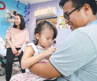 ??  ?? Sandy and Henry Nguyen have spent $300,000 hav­ing Annabelle treated at the clinic.