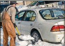 ?? METRO NEWS SERVICE PHOTO ?? It pays to completely clean snow and ice off your car, truck or van.