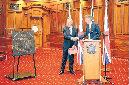 ?? Photo: GETTY IMAGES ?? Kiwi courage: UK Foreign Secretary Philip Hammond presents a plaque to the Speaker, David Carter, at Parliament yesterday. The plaque is inscribed with the names of Kiwi recipients of the Victoria Cross in World War I.