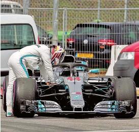 """??  ?? Ein Hydraulik- Leck in seinem """" Silberpfeil""""beendete für Lewis Hamilton alle Träume von der Poleposition in Hockenheim."""