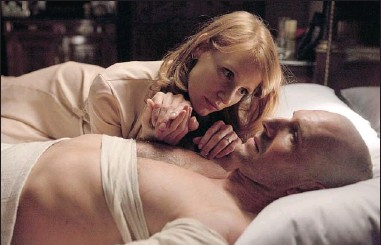 ??  ?? Jessica Chastain and Ralph Fiennes star in Coriolanus, a film that also marks Fiennes' directorial debut.