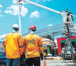 ?? FOTO: EL HERALDO ?? La ENEE ha pagado a EEH 13,238 millones de lempiras, en cuatro años, para operar el sistema de distribución con bajos resultados.