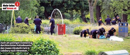 ??  ?? Auch am gestrigen Donnerstag durchforsteten Polizeibeamte den Queen Elizabeth Park in Salisbury nach Hinweisen.
