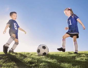 ?? / Shutterstock ?? Los deportes no sólo tienen beneficios físicos, sino que también contribuyen con la autoestima y confianza de los niños.