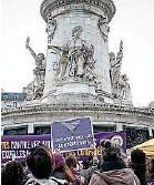 ?? C. Bregand / Sipa ?? À Paris, fin 2020, lors d'une marche contre les violences sexuelles et sexistes.