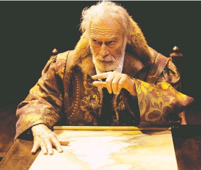 ?? V. TONY HAUSER / STRATFORD FESTIVAL ?? The late Christophe­r Plummer recognized the irony of returning to Stratford Festival glory in 2002 playing King Lear, a role he avoided like the plague. He later admitted it helped him learn