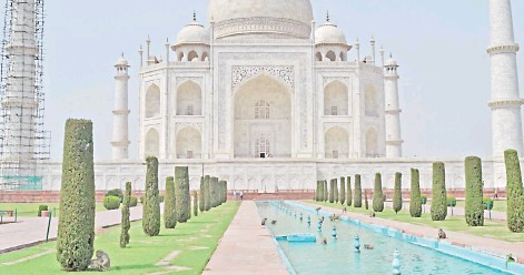 ?? — AFP photo ?? The Taj Mahal mausoleum is seen deserted apart from a few monkeys sprawling around the fountain area of the monument.