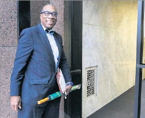?? David Woo/Staff Photographer ?? Dallas County Commissioner John Wiley Price smiled at a friend as he entered the Earle Cabell Federal Building in downtown Dallas , where his public corruption trial is taking place.