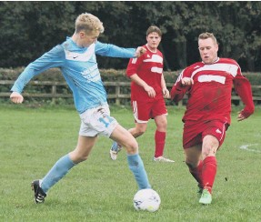??  ?? Commercial and Newlands Park Reserves do battle for possession
